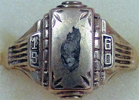 Woman's 1960 Class Ring